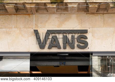 Bordeaux , Aquitaine France - 02 16 2021 : Vans Shop Brand Logo And Text Sign Front Of Skater Store