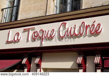 Bordeaux , Aquitaine France - 02 16 2021 : La Toque Cuivree Logo Brand And Text Sign Of Caneles Fren
