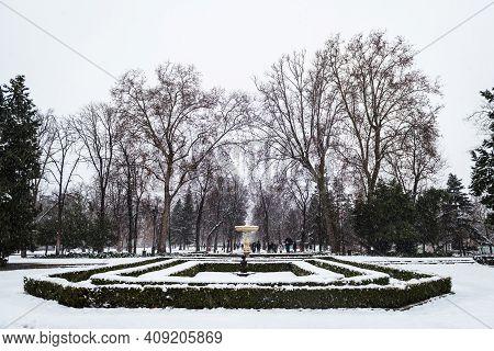 Madrid - January 8, 2021: Tourists Enjoying The Snow In The Retiro Park In Madrid During The Filomen