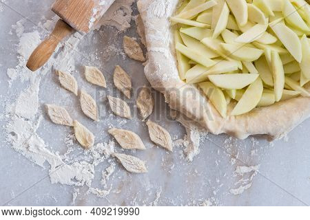 A Homemade Apple Pie In The Process Of Being Made, With Sliced Granny Smith Apples In A Pie Plate, W