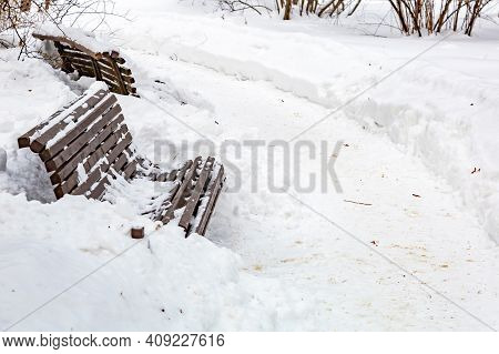 Snow-covered Hiking Trail In The City Park