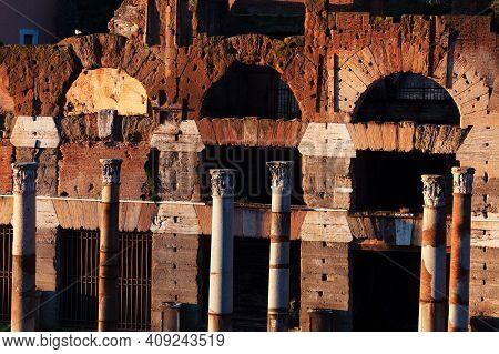 Columns And Arches Of Roman Empire . Ancient Architecture . Roman Forum In Rome