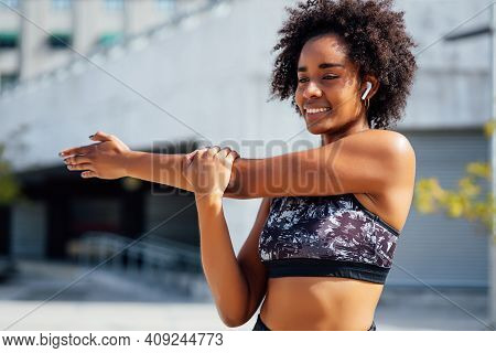 Afro Athletic Woman Stretching Her Arms And