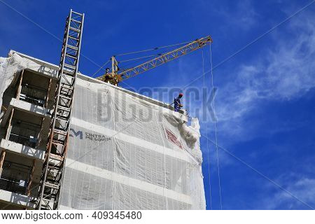 Scaffolding Wall Painter