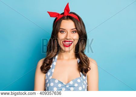 Close-up Portrait Of Her She Nice Attractive Lovely Pretty Winsome Glamorous Cheerful Cheery Wavy-ha