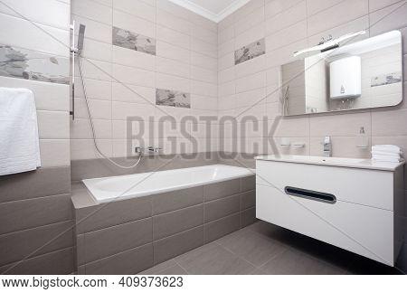 Epmty Minimalistic Interior Background, Bathroom Of Modern Apartment, Mirror, Bathtub And Basin In L