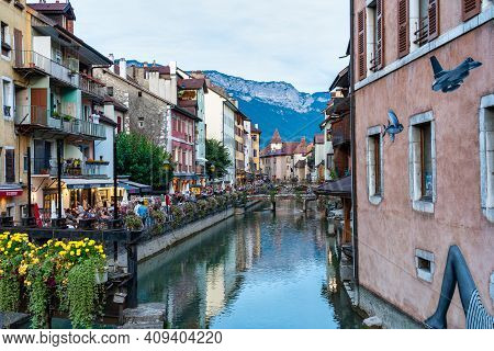 Annecy, France - Sep 14, 2020: In The Streets Of Annecy. Annecy Is The Largest City Of Haute Savoie