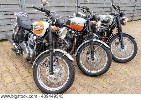 Bordeaux , Aquitaine France - 02 20 2021 : Triumph Bonneville T100 Retro Vintage Bonnie Motorbike Pa