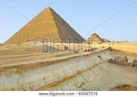 Geological layers near Giza pyramids