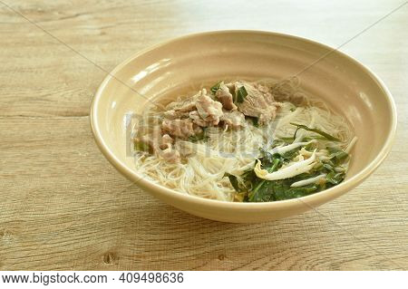 Boiled Vermicelli Thin Rice Noodles Topping Slice Braised Pork In Herb Brown Soup On Bowl