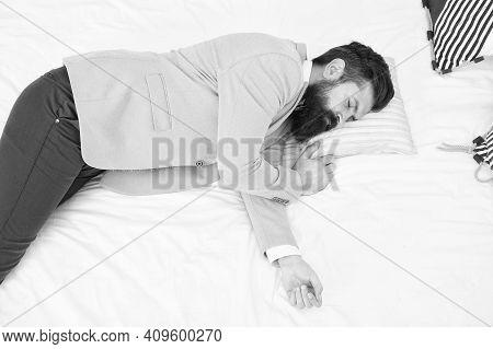 Sleep All Can. Bearded Man Sleep In Wedding Suit. Sleeping Hipster In Formalwear. Sleepy Time. Bedti