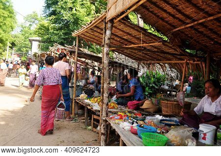 Burmese Vendor Sale Products Raw Material Food Fruits Vegetables For Burma People And Foreign Travel