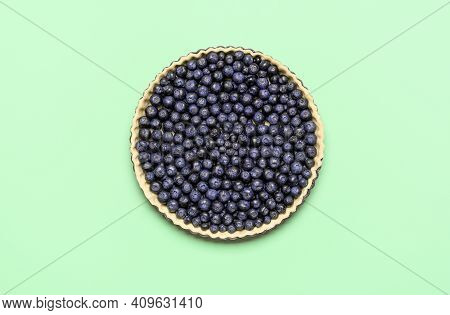 Uncooked Blueberry Pie With Blueberries Symmetric Aligned, Isolated On A Green Background. Baking Bl