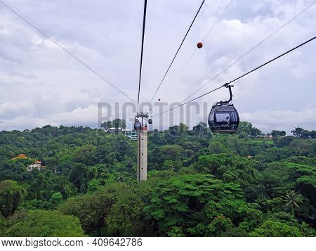 Singapore - 02 Mar 2012: The Cable Way To Sentosa Island, Singapore
