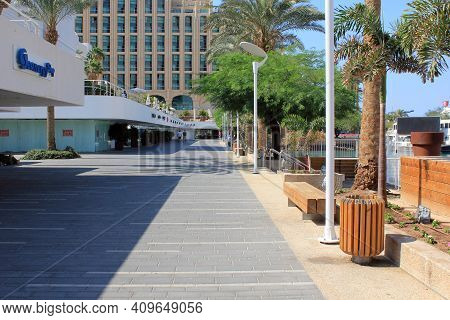 Eilat, Israel - May 14, 2011: Hamayim Street Is The Modern Promenade Along Piers Of The Urban Marina