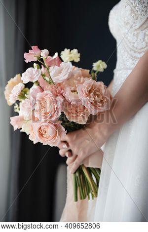 Amazing Wedding Bouquet That Holding Bride In Hands