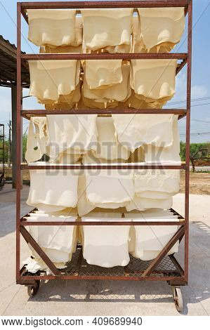 Rubber Sheets Dry The Raw Rubber Latex Is Made Of Acid, Which Makes It First And Then Rolled Flat To