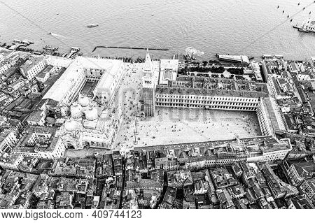 Black and white picture of San Marco Square and Basilica of Saint Mark