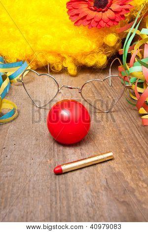 Clownskost�m Auf Einem Holztisch
