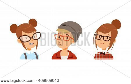 Portraits Of Teenagers Set, Biy And Girls Avatars For Social Network Cartoon Vector Illustration