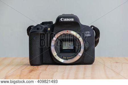 Galle, Sri Lanka - 02 18 2021: Canon Eos 800d Also Known As Rebel T7i Dslr Camera, Canon Ef Mount, A