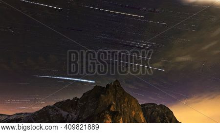 Mountains Witb Falling Star Trail And Clouds, Wa Cloud Amd Stars.