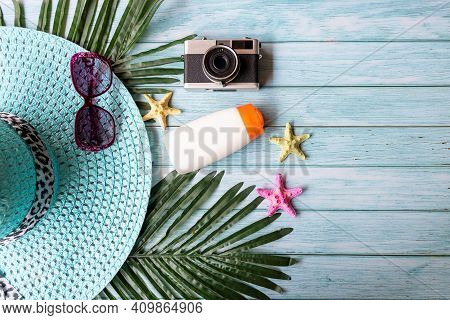 Summer Fashion Woman Big Hat And Sunblock With Accessories Item, Vintage Camera Go To Travel In The