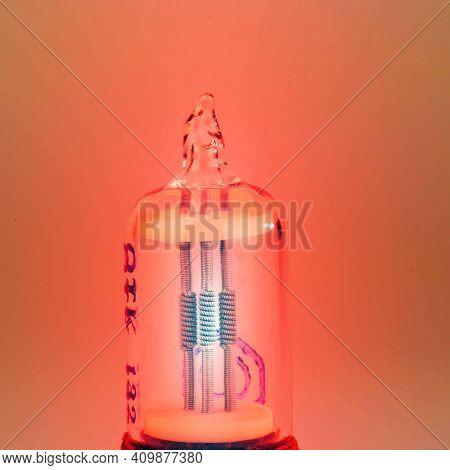 Radio vacuum tube, electronic bulb