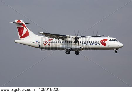 Budapest, Hungary - October 7, 2018: Czech Airlines Atr-72 Ok-gfs Passenger Plane Arrival And Landin