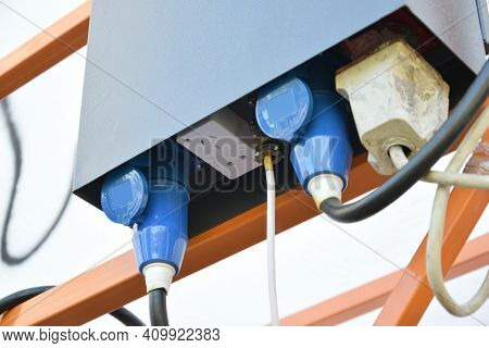 Electrical Control System Of Suspended Wire Rope Platform For Facade Works On High Multistorey Build