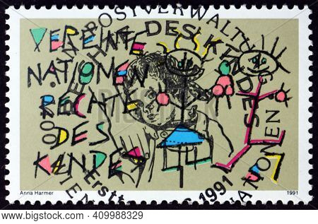 United Nations - Circa 1991: A Stamp Printed In The United Nations, Offices In Vienna Shows Stick Dr