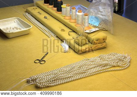 Manacor ( Mallorca ), Spain - August 10, 2016: A Necklace In A Factory Shop In Manacor Where Are Mak
