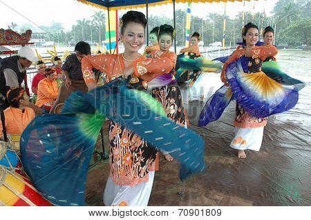 Jaipong dancers