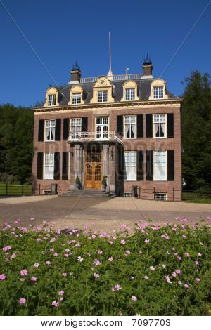 Zypendaal Castle with garden and blue sky