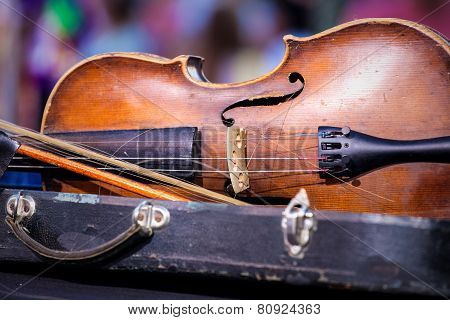 Vintage Old Used Violin And Bow