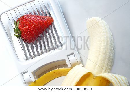 Banana and strawberry slicer