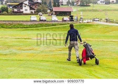 Carriyng The Golf Bag