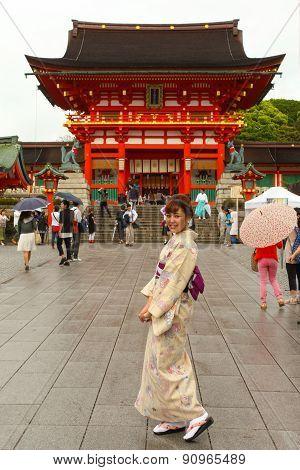 Japanese geisha at Fushimi Inari Shrine in Kyoto