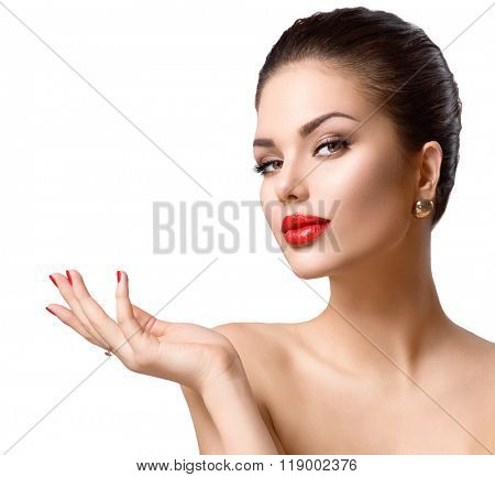Beauty young woman portrait. Beautiful Fashion sexy Girl showing copy space on the open hand. Gestures for advertisement. Spa Girl showing copyspace for text. Proposing a product. Skin Care, Make up