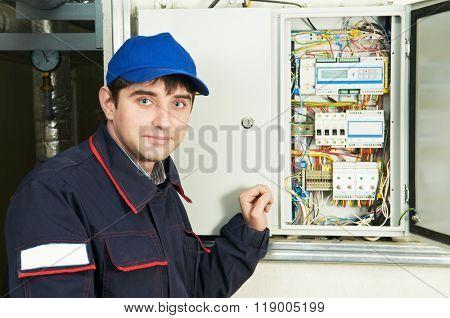 electrician near distribution fusebox