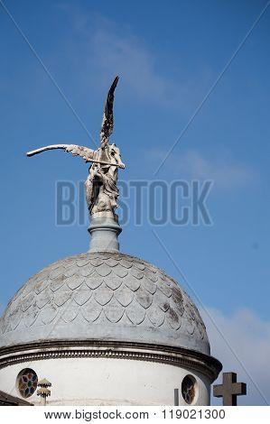 angel statue Recoleta Cemetery