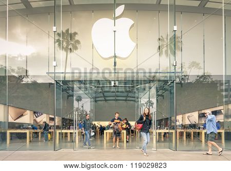 Los Angeles - 19 March 2015: Apple Store On 3Rd Street Promenade In Santa Monica Ca United States