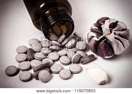 Garlic Capsules, Vitamins D Pills