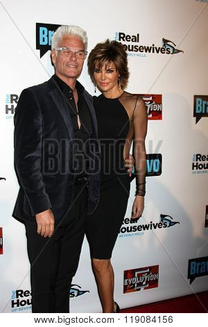 LOS ANGELES - DEC 3:  Harry Hamlin, Lisa Rinna at the The Real Housewives of Beverly Hills Premiere Red Carpet 2015 at the W Hotel Hollywood on December 3, 2015 in Los Angeles, CA