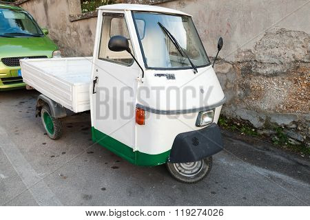 Ape Tm P 50 Three-wheeled Commercial Vehicle