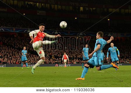 LONDON, ENGLAND - FEBRUARY 23: Alex Oxlade-Chamberlain of Arsenal during the Champions League match between Arsenal and Barcelona at The Emirates Stadium