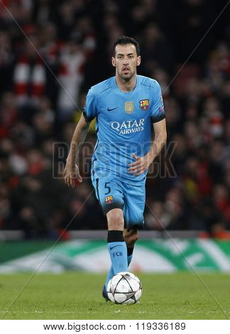 LONDON, ENGLAND - FEBRUARY 23: Sergio Busquets of Barcelona during the Champions League match between Arsenal and Barcelona at The Emirates Stadium