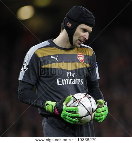 LONDON, ENGLAND - FEBRUARY 23: Petr Cech of Arsenal during the Champions League match between Arsenal and Barcelona at The Emirates Stadium