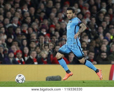LONDON, ENGLAND - FEBRUARY 23: Daniel Alves of Barcelona during the Champions League match between Arsenal and Barcelona at The Emirates Stadium