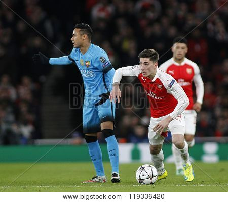 LONDON, ENGLAND - FEBRUARY 23: Neymar of Barcelona and Hector Bellerin of Arsenal during the Champions League match between Arsenal and Barcelona at The Emirates Stadium